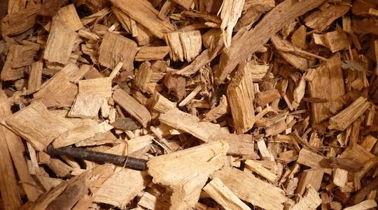 Le bois déchiqueté, idéal pour le chauffage des grandes demeures rurales